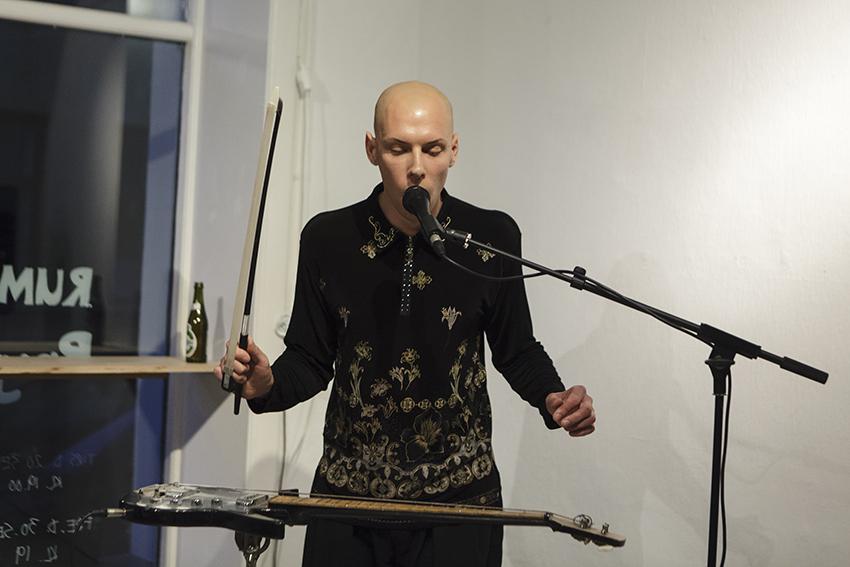 Strings Nour Fog Performancerum